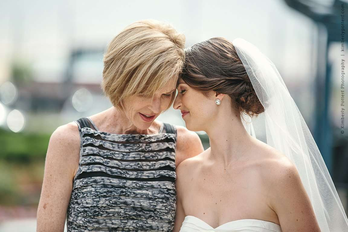 Columbus Ohio Wedding photography, Dock 580, downtown columbus weddings, candid, natural photography, mother and daughter, mother of the bride