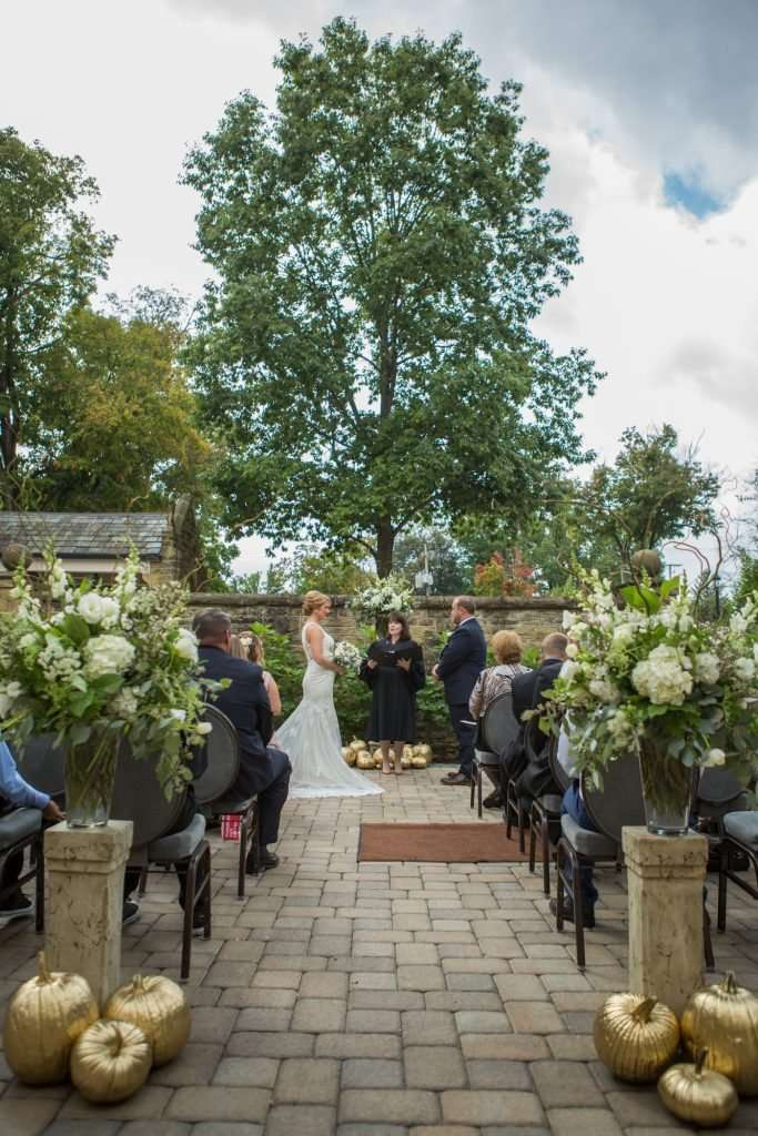 Outdoor fall wedding in Ohio at the Granville Inn