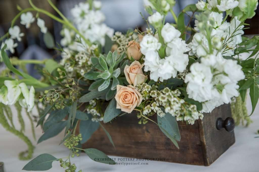 close up of rustic floral decor at a Golf Club of Columbus wedding