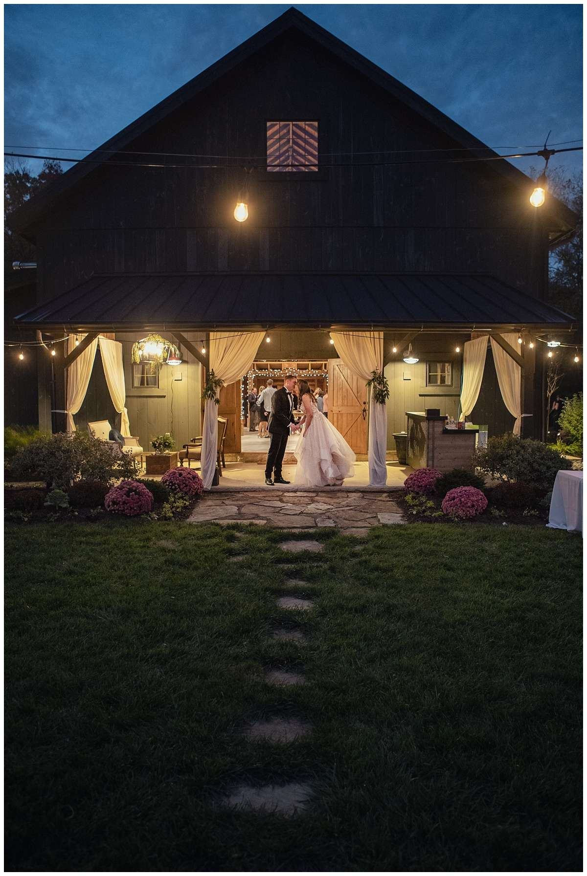 Fall Wedding Photos | Historic Barn in Dublin, Ohio 182