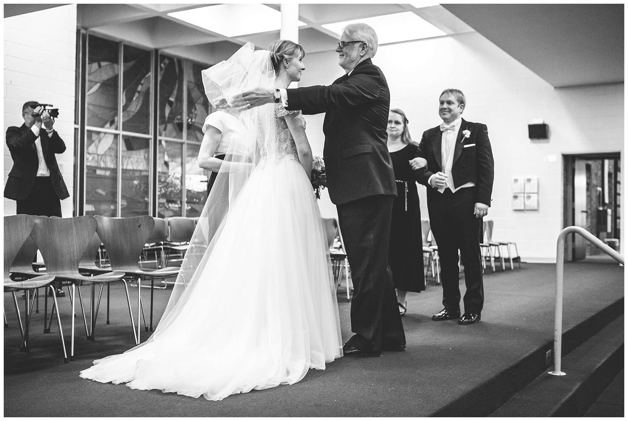 Perfect Winter Wedding at the Columbus Museum of Art 72