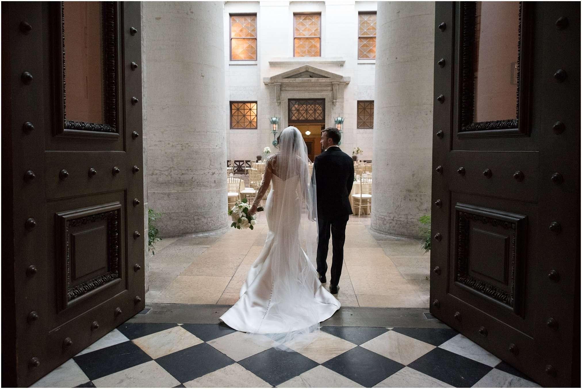 Spring Wedding at the Ohio Statehouse | Columbus Ohio Photography 158